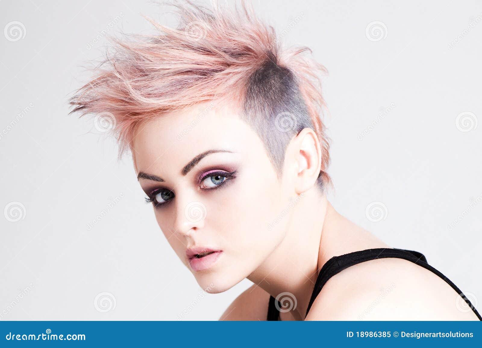 Креативные прически на короткие волосы женские фото с рисунком