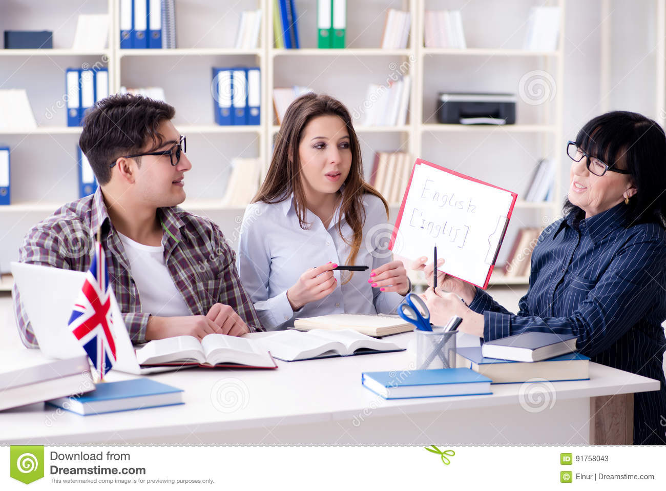 english international language There is no official definition of global or world language, but it essentially refers to a language that is learned and spoken internationally, and is characterized not only by the.