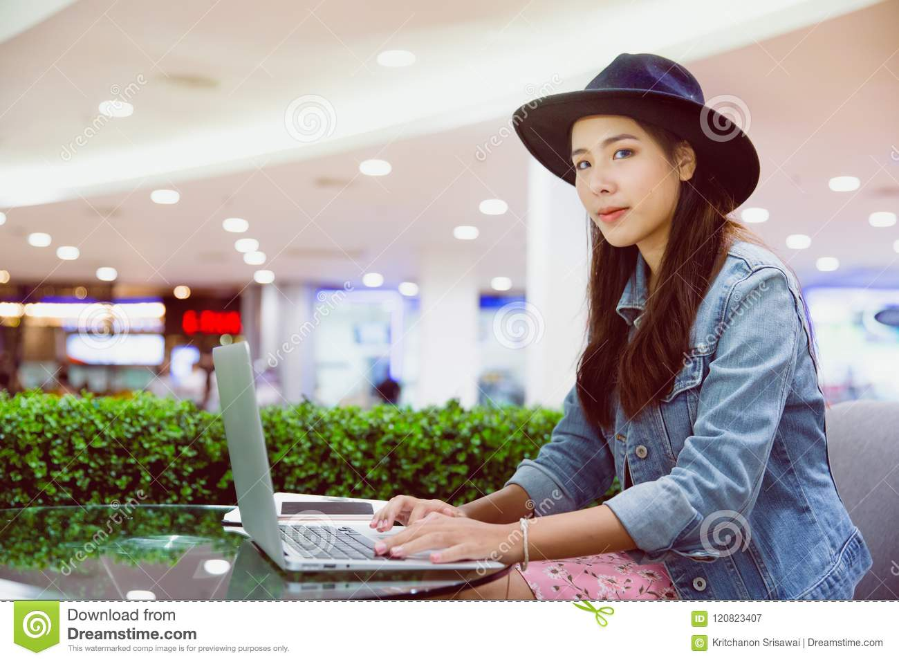 A young freelancer working in the workplace