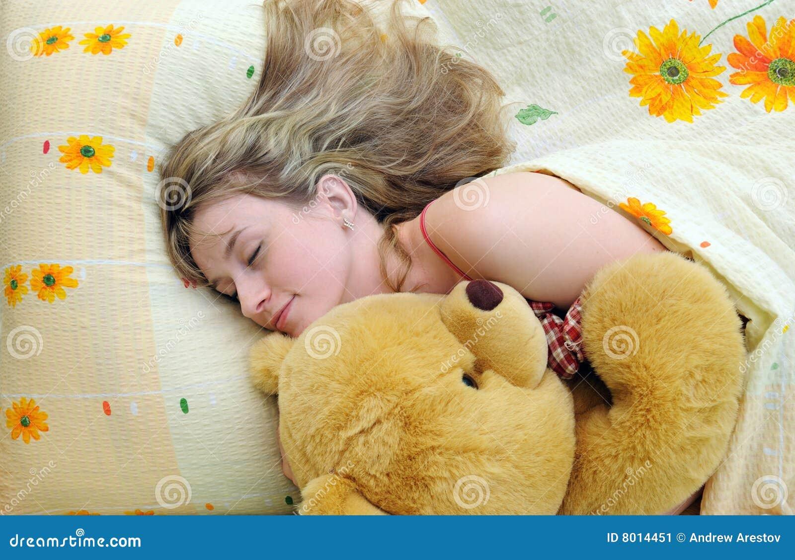 Спящая и ей толкают, Порно видео со спящими - смотреть онлайн бесплатно 28 фотография