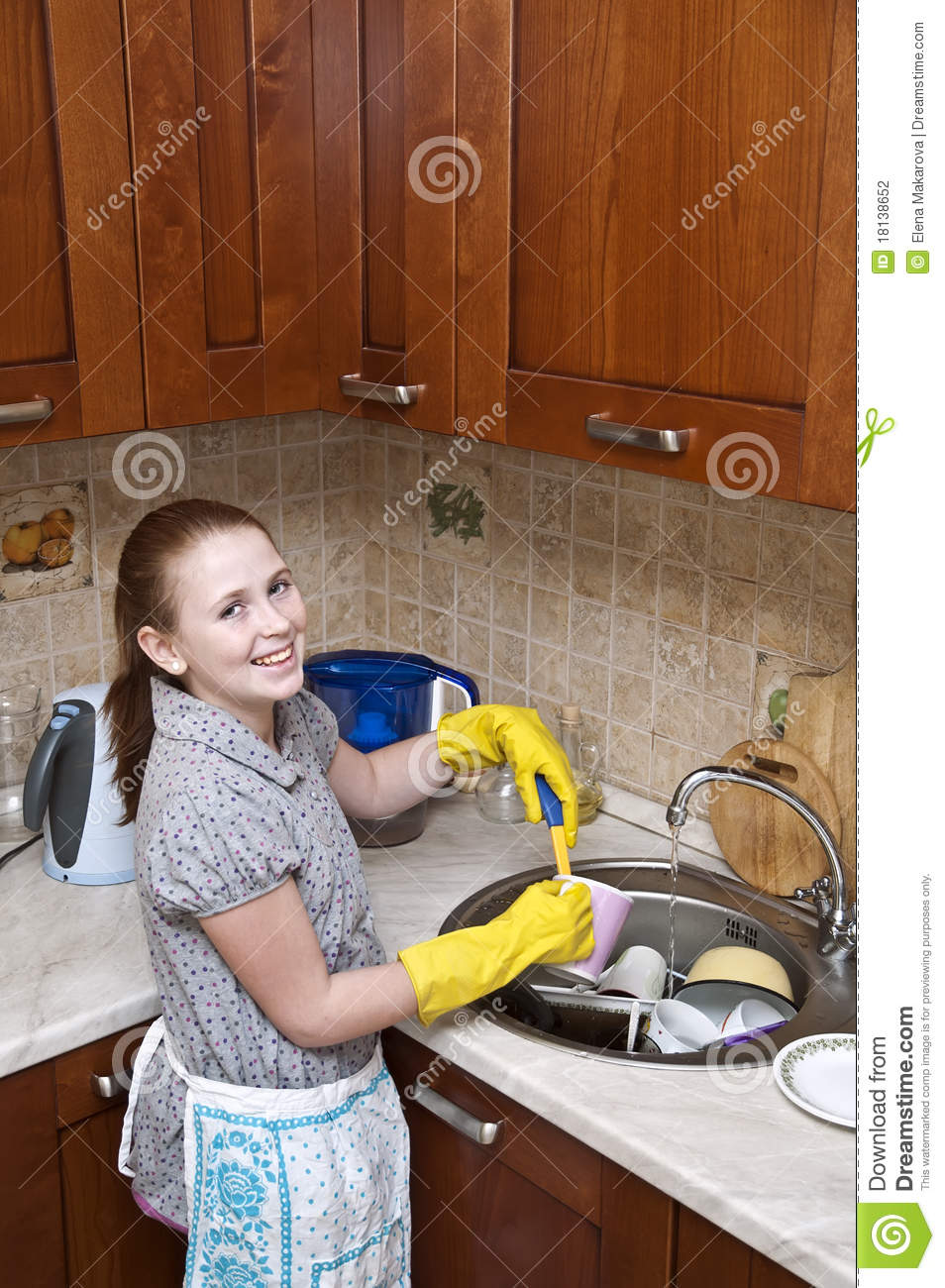image: young-girl-cleaning-dishes-18138652