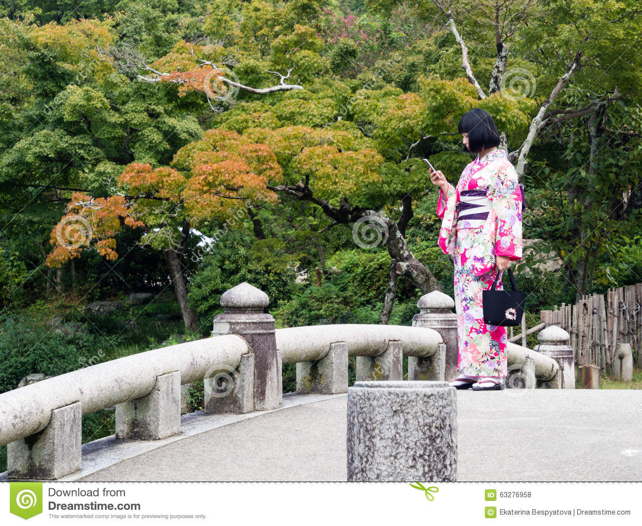 Young girl dressed in kimono in traditional japanese for Traditional japanese garden
