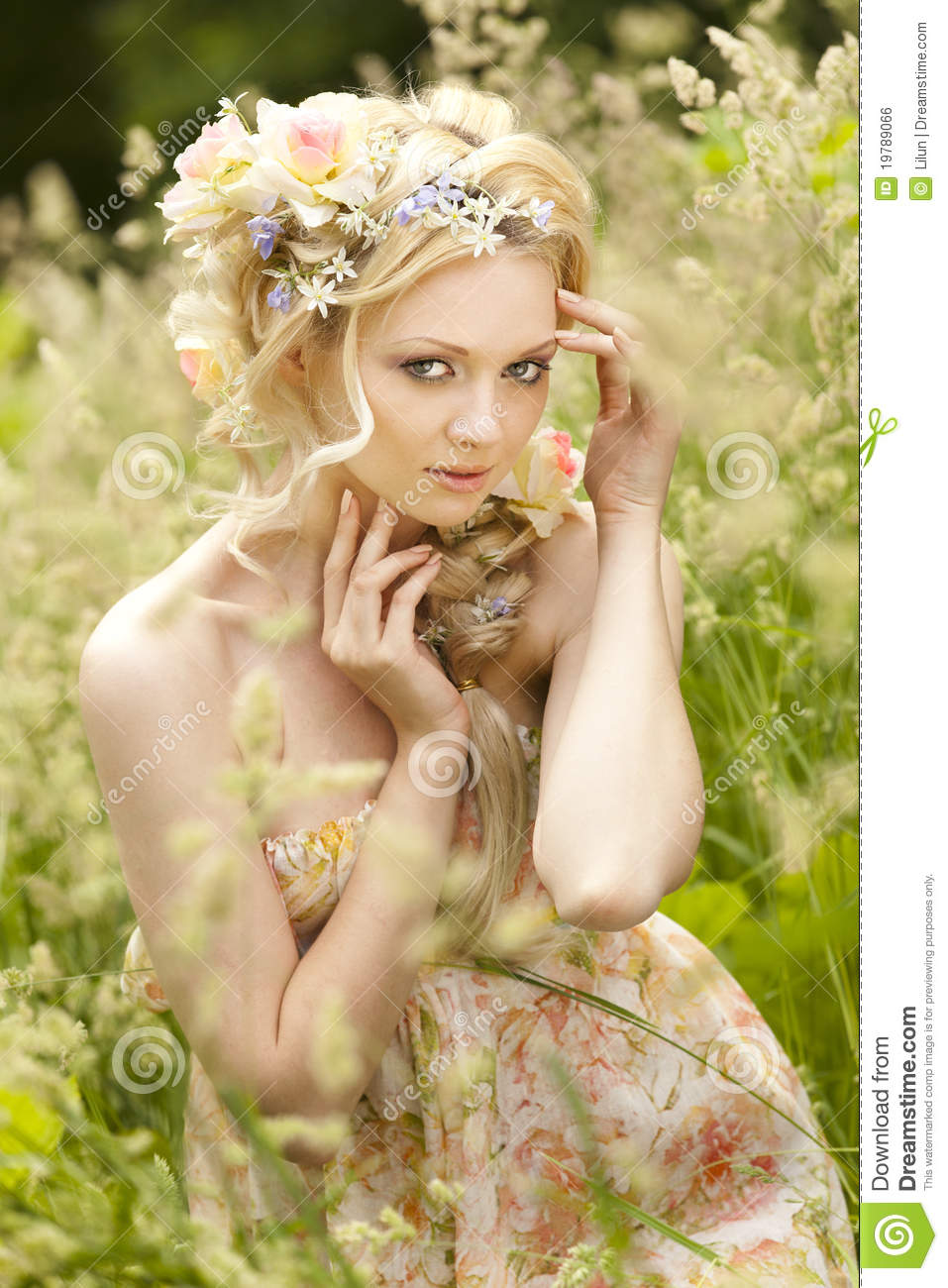 flower in her hair - photo #13