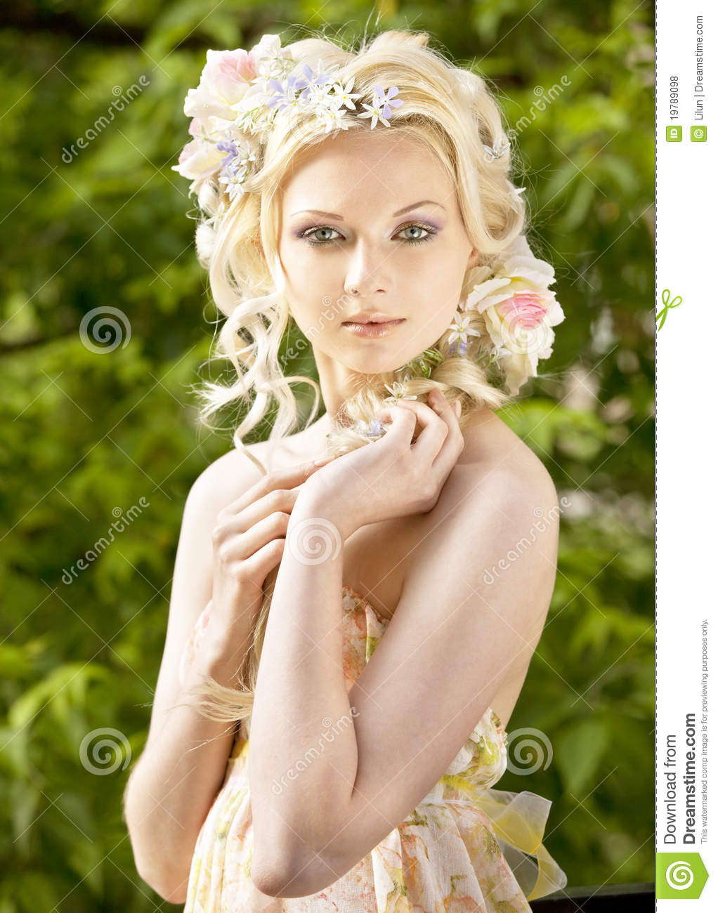 flower in her hair - photo #48