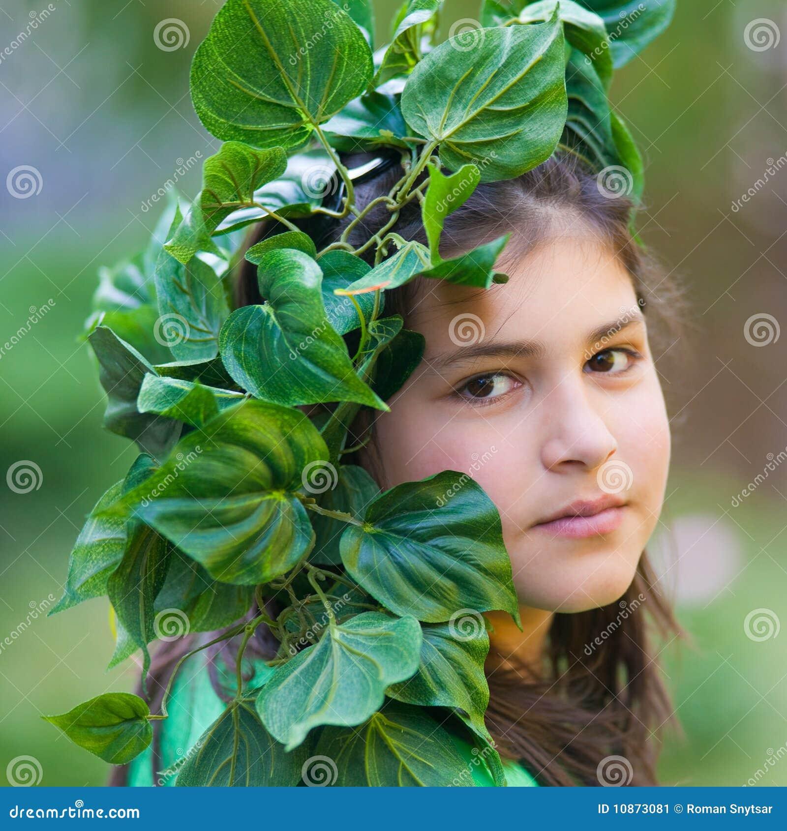 teens-in-leaf