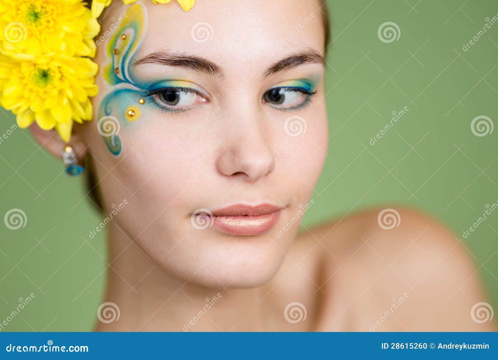 Макияж на лице цветы