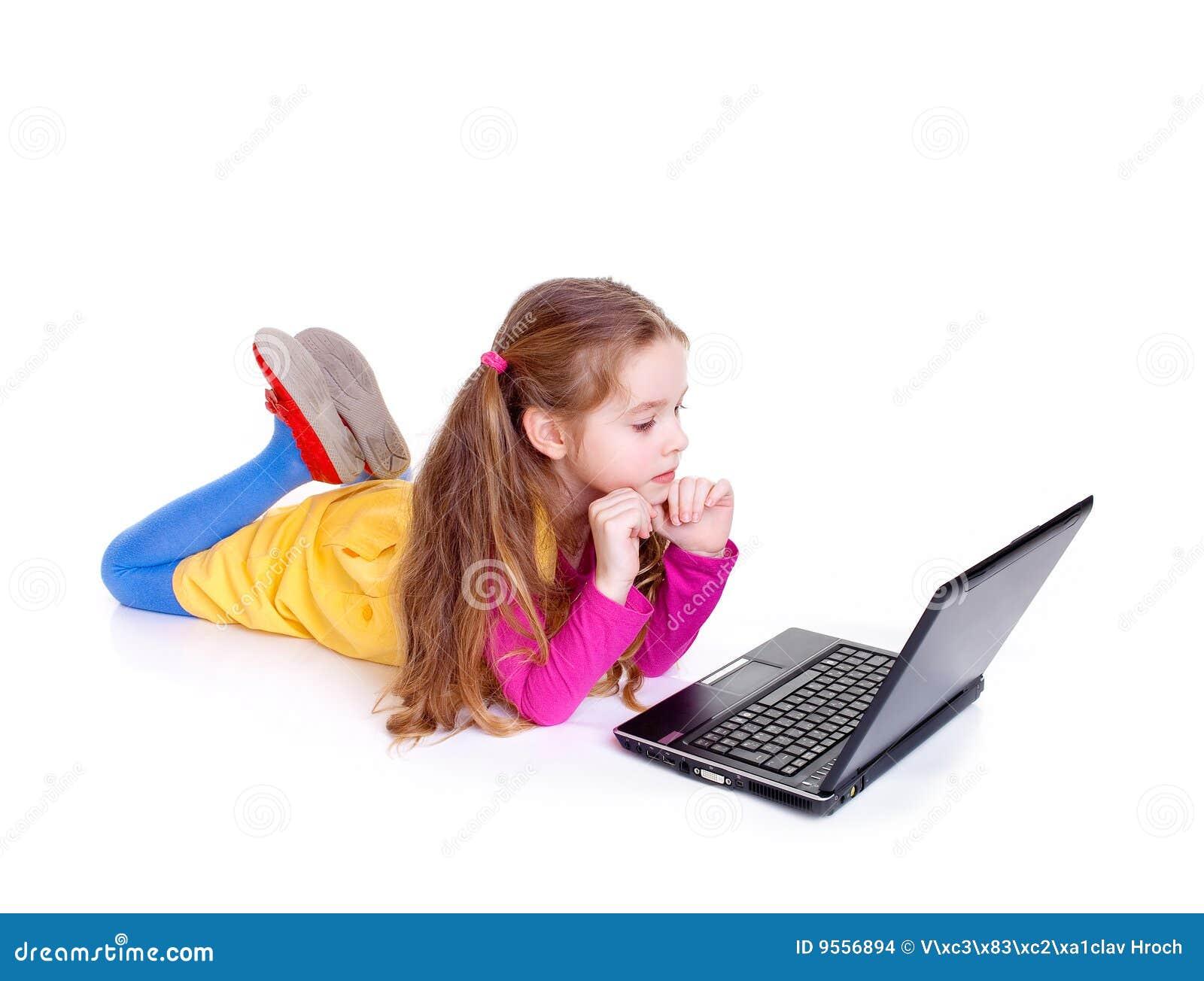 Ноутбук девушка фото