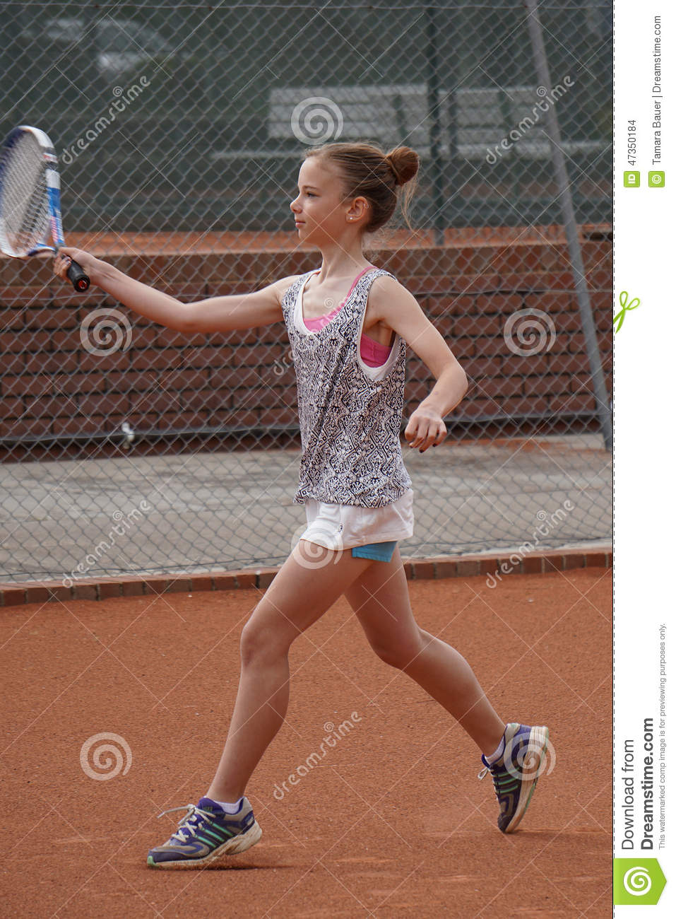 how to teach a young child tennis