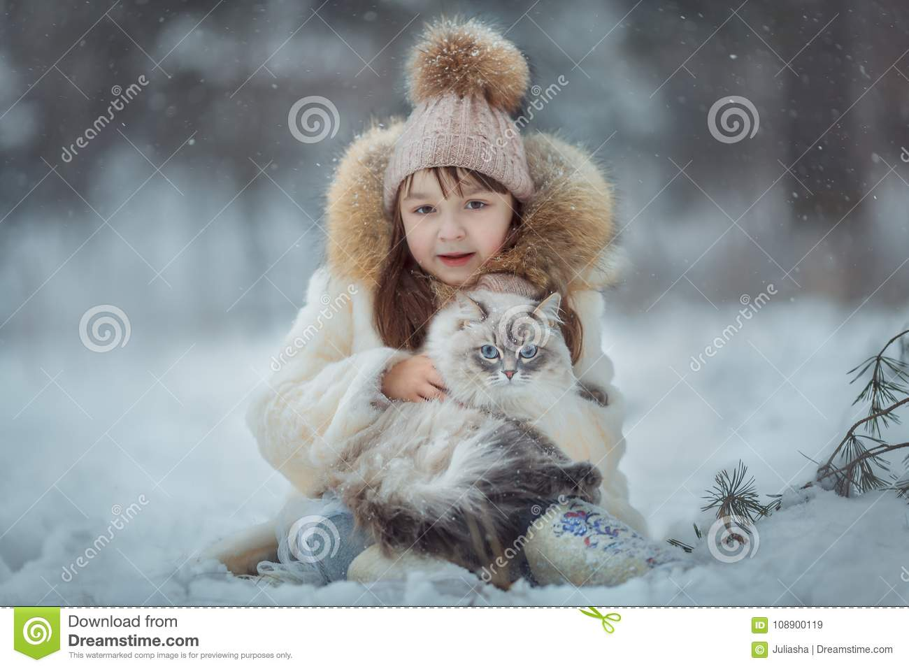 Young girl portrait with cat