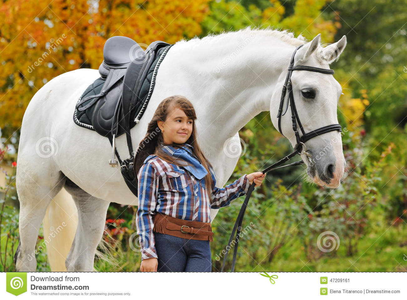 riding the white horse Princess snow white rides a horse in order to escape the huntsman that pursues her be fast enough and collect the golden stars to complete the levels.