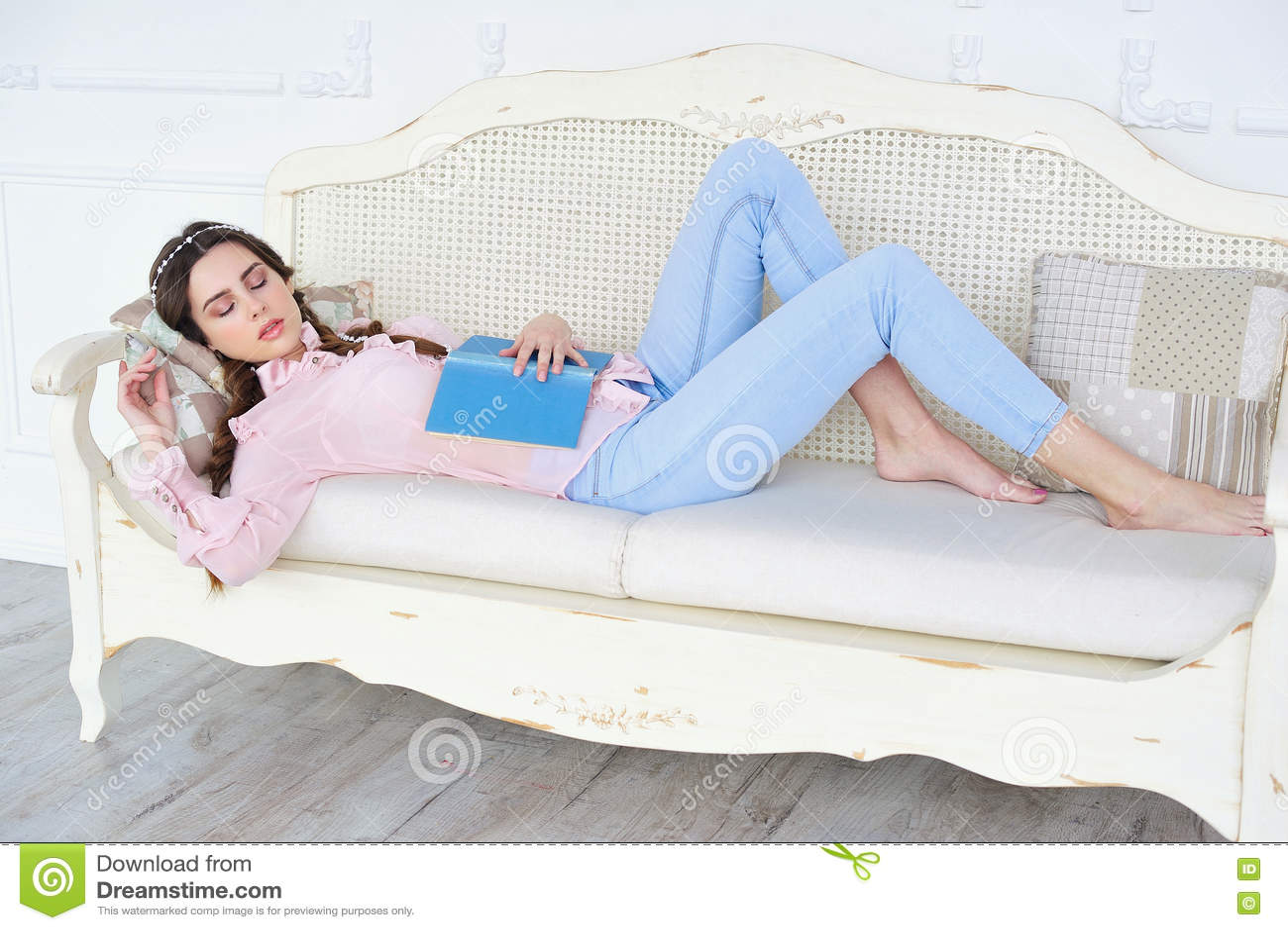photos of young girls sleeping