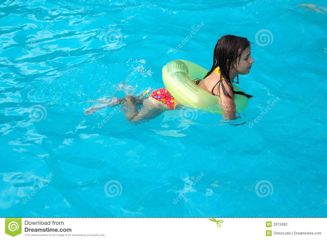 Young girl swimming in pool stock photography image 2915992 for Cloro alto en la piscina