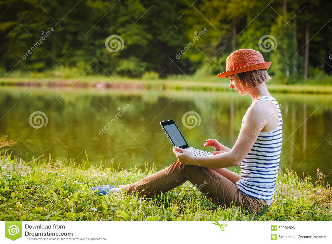 Young girl working/studing in the park