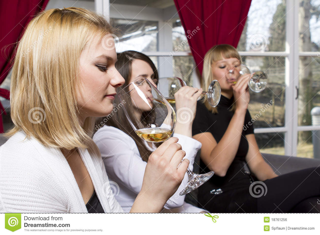 images of women having sex in a restaurant