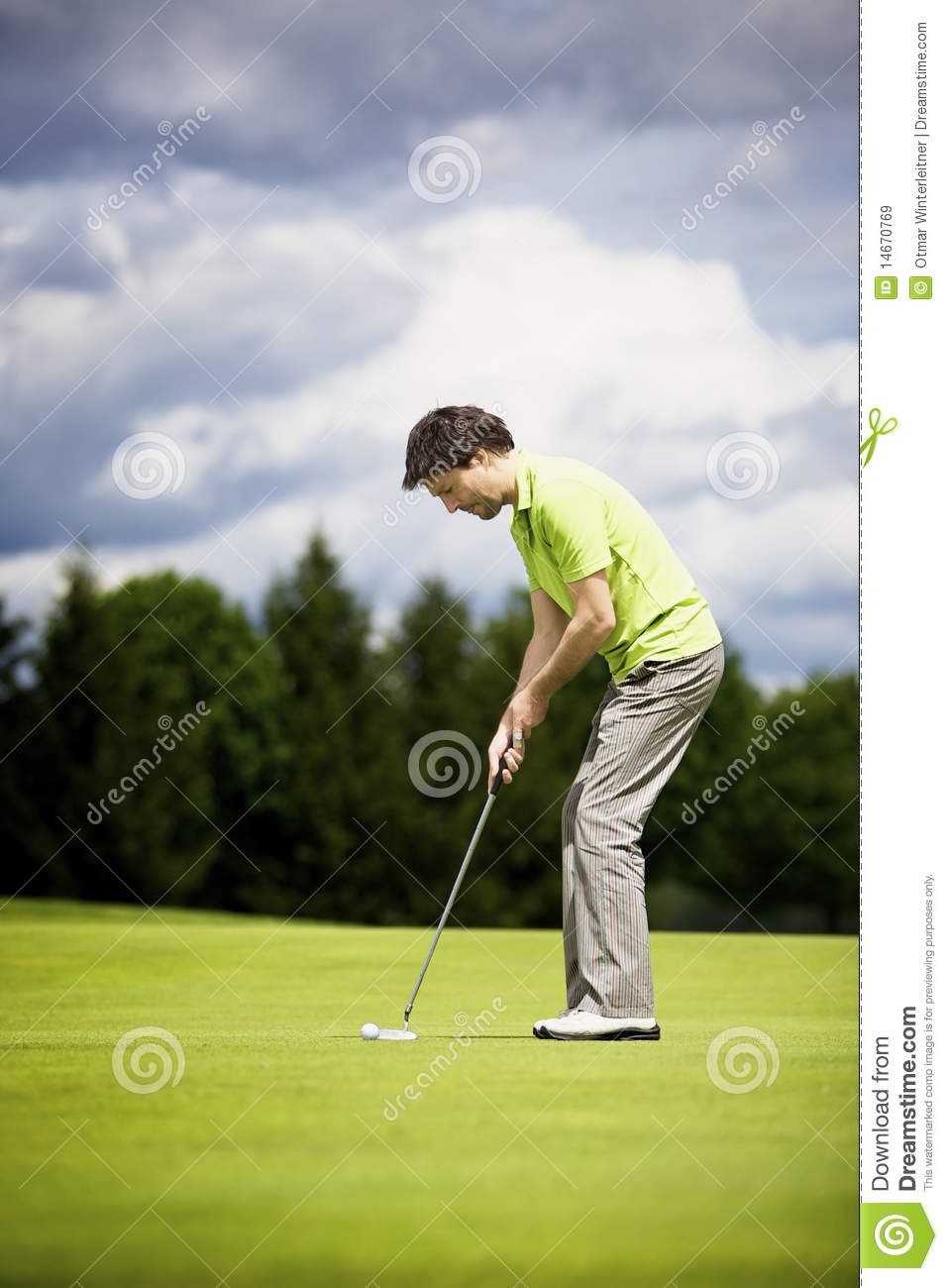 Golf 4 Less >> Young Golf Player Putting. Royalty Free Stock Images - Image: 14670769
