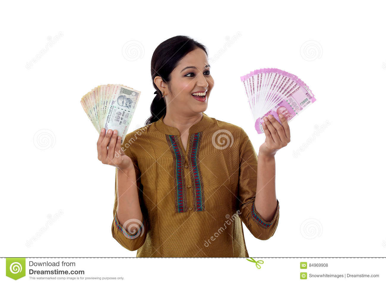 Young Indian woman holding 2000 & 100 currency notes