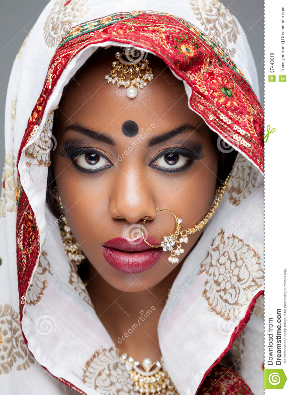 Young Indian Woman In Traditional Clothing With Bridal Makeup And Jewelry Stock Photo - Image Of ...
