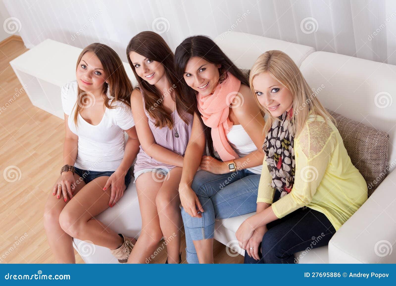Трахает молодую сочную, Молодые порно видео. Секс с молодыми девушками 23 фотография