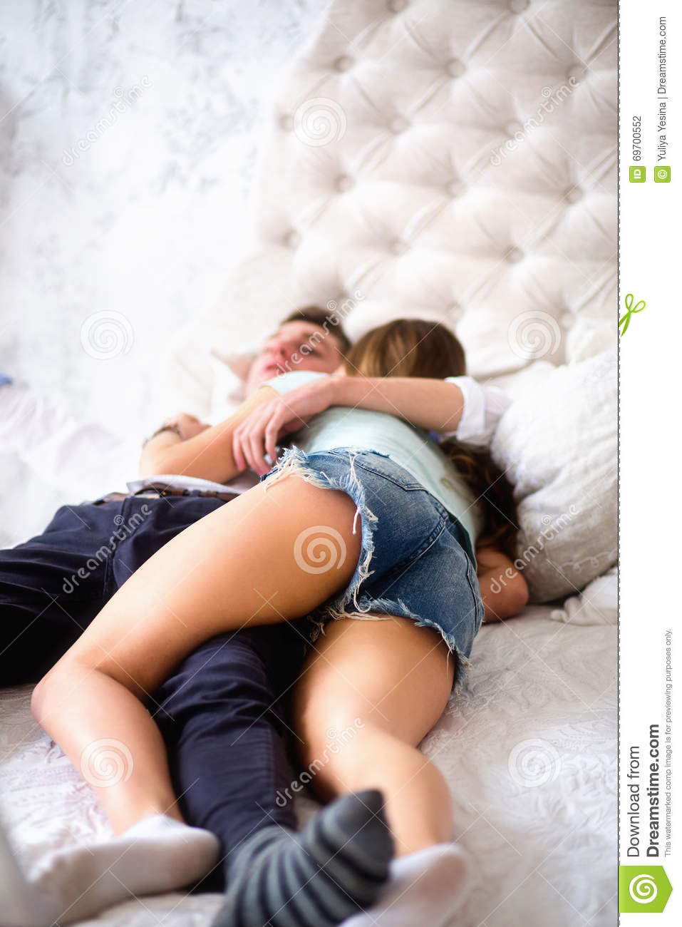 How To My In Bed Young Love Couple In Bed Girl Lying On The Boy S Shoulder