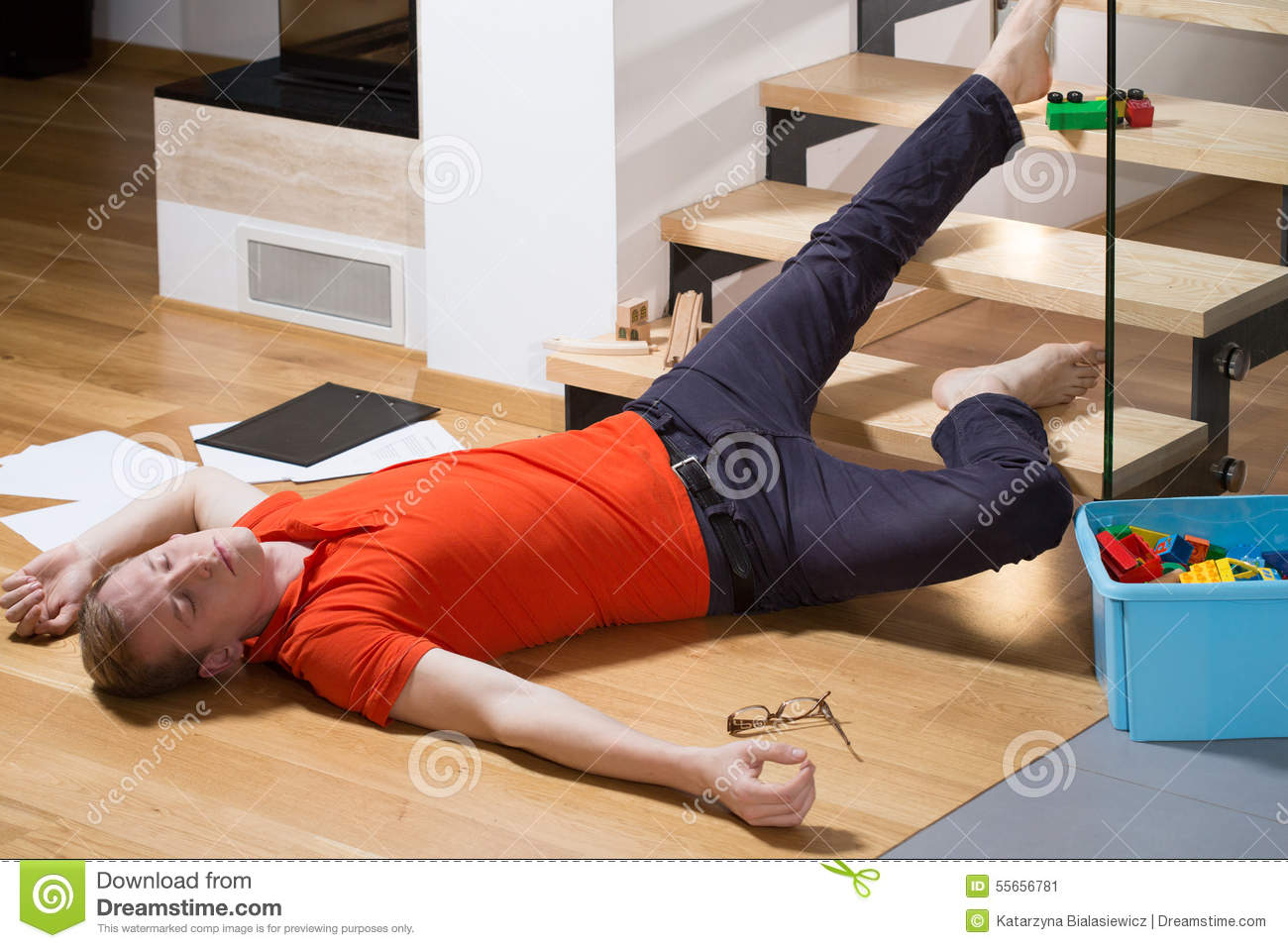 Animation For Beginners How To Animate A Character Running Cms 25730 as well Carrie Underwood Posts New Photo After Gruesome Accident 1202744023 together with Adult Son Msnbcs Joe Scarborough Fractures Skull Fall besides The Most  mon Causes Of Eye Injuries In The U S also Stock Photo Young Man Fell Down Stairs His Home Image55656781. on people falling down stairs