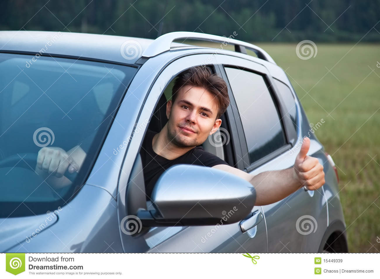 Merveilleux Young Man Looking Out Of Car