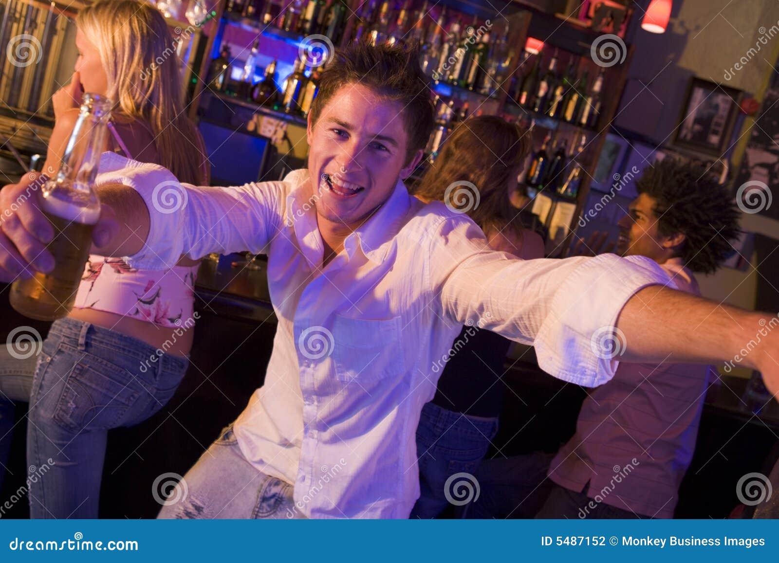 Снял девушку в баре 14 фотография