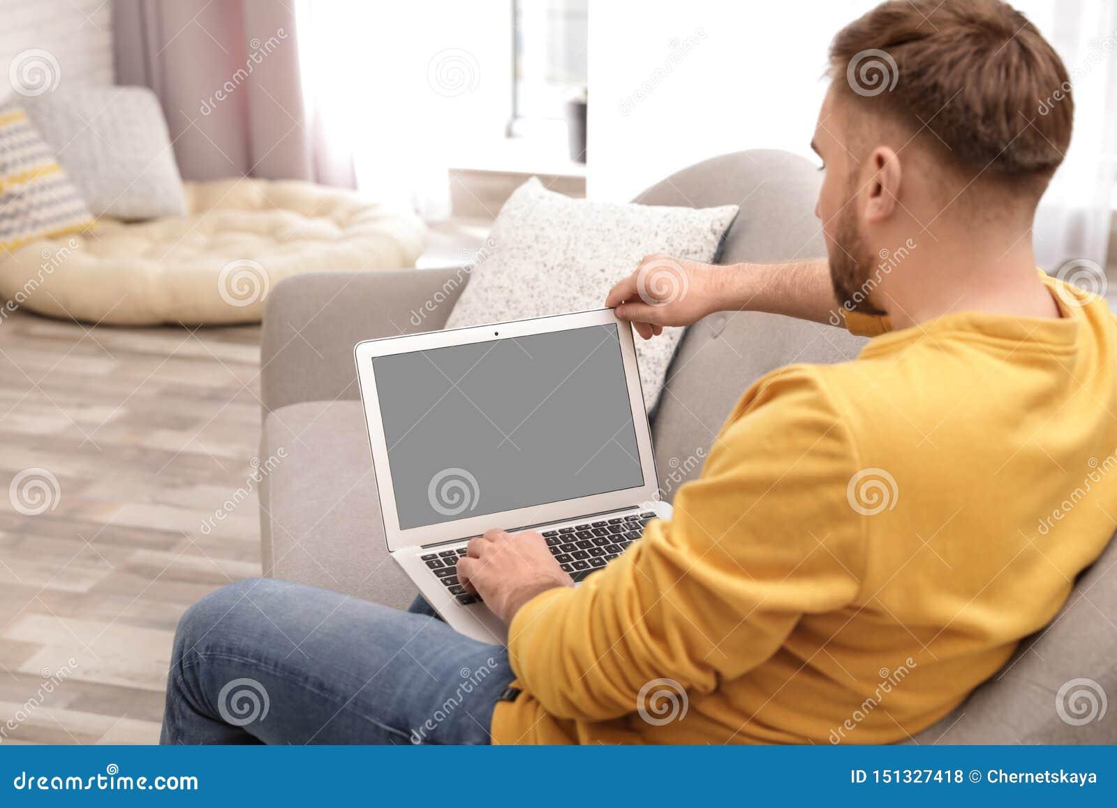 Chat room men