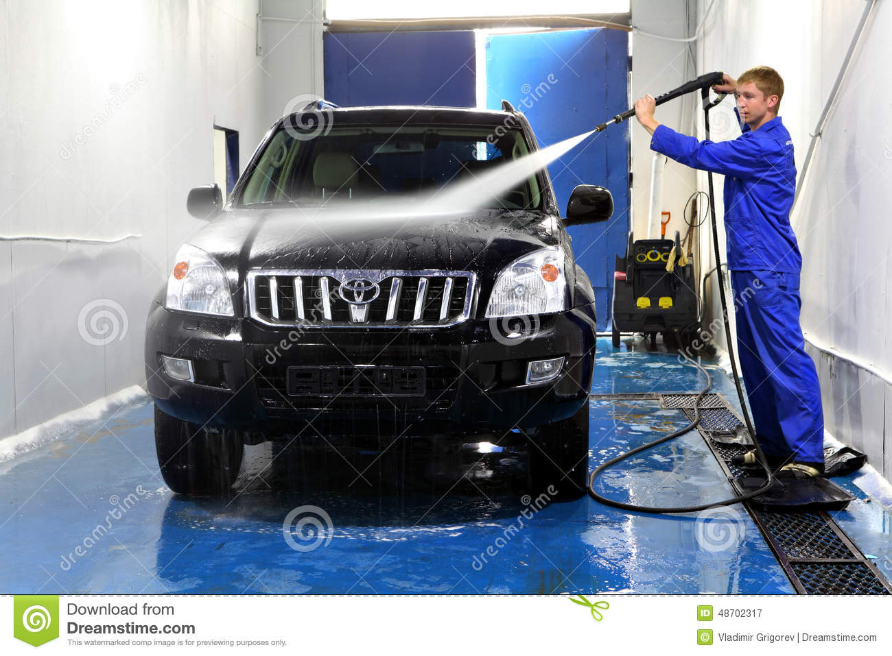 Young Man Washing His Car With Compression Water Editorial   Cool Cars For  Young Guys