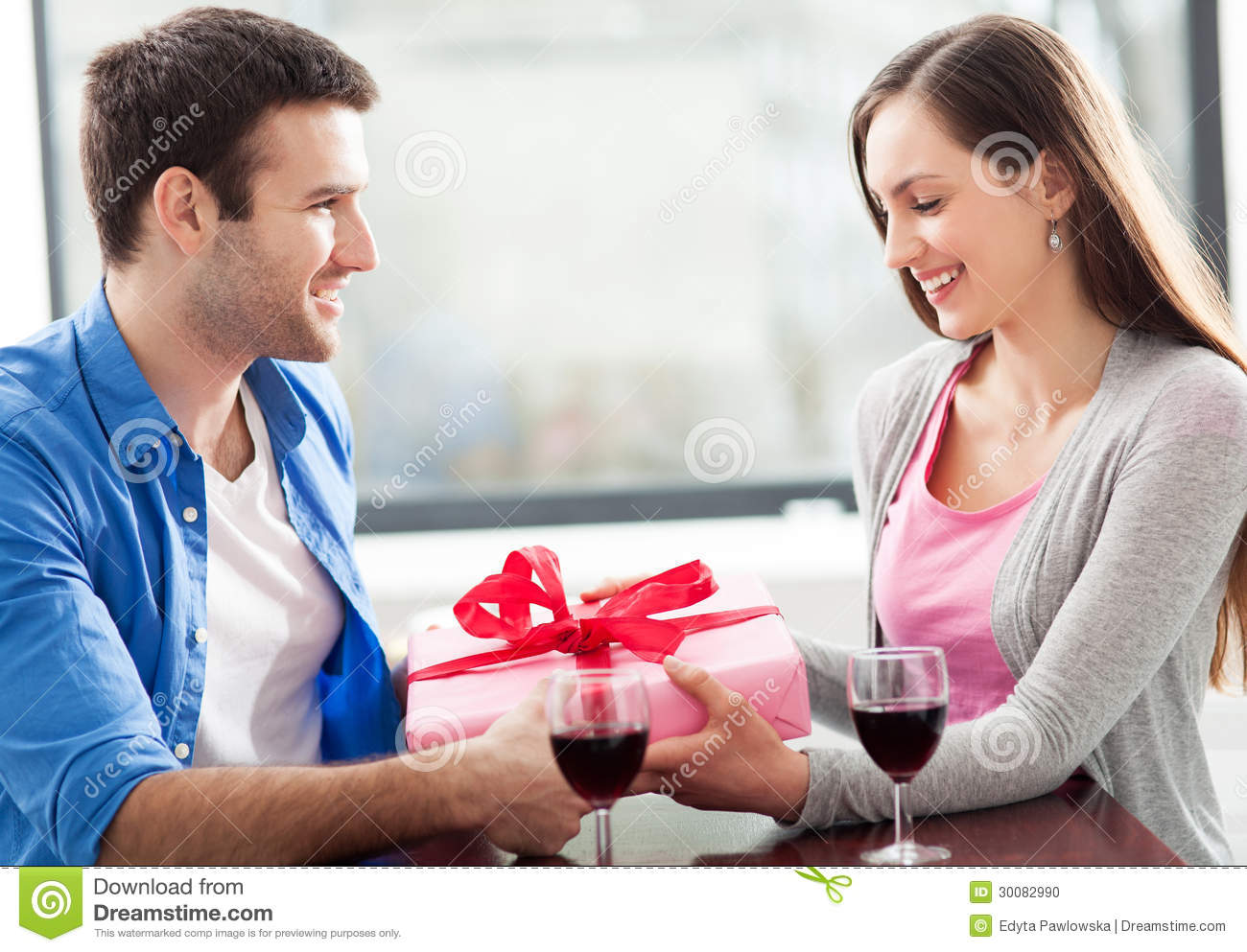 Man Giving Woman Gift At Cafe Stock Photo - Image of drink ...