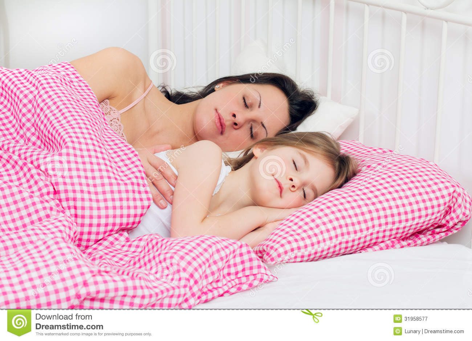 Спящая мать фото 21 фотография