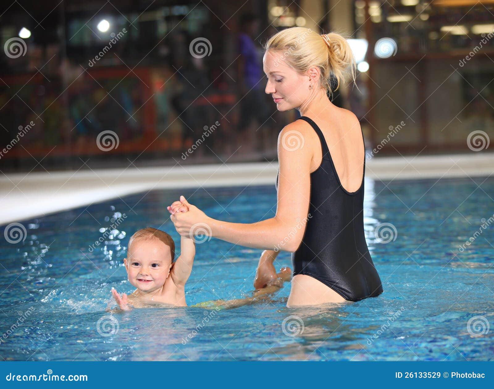 Сын купается с мамой 5 фотография