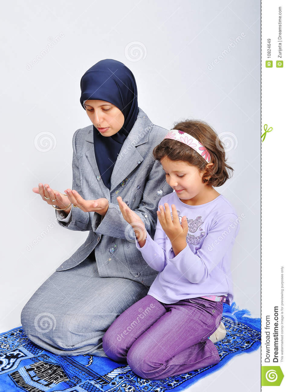 ascot vale single muslim girls Protesters clash outside a halal festival in ascot vale photo: robert frantzeskos one passerby, nisa oner, asked one of the protesters: as an australian muslim, where would you like me to go.