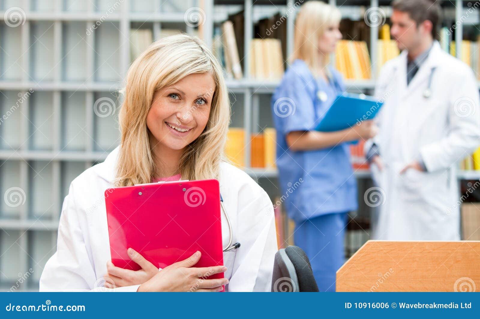 С врачом девушкой 3 фотография