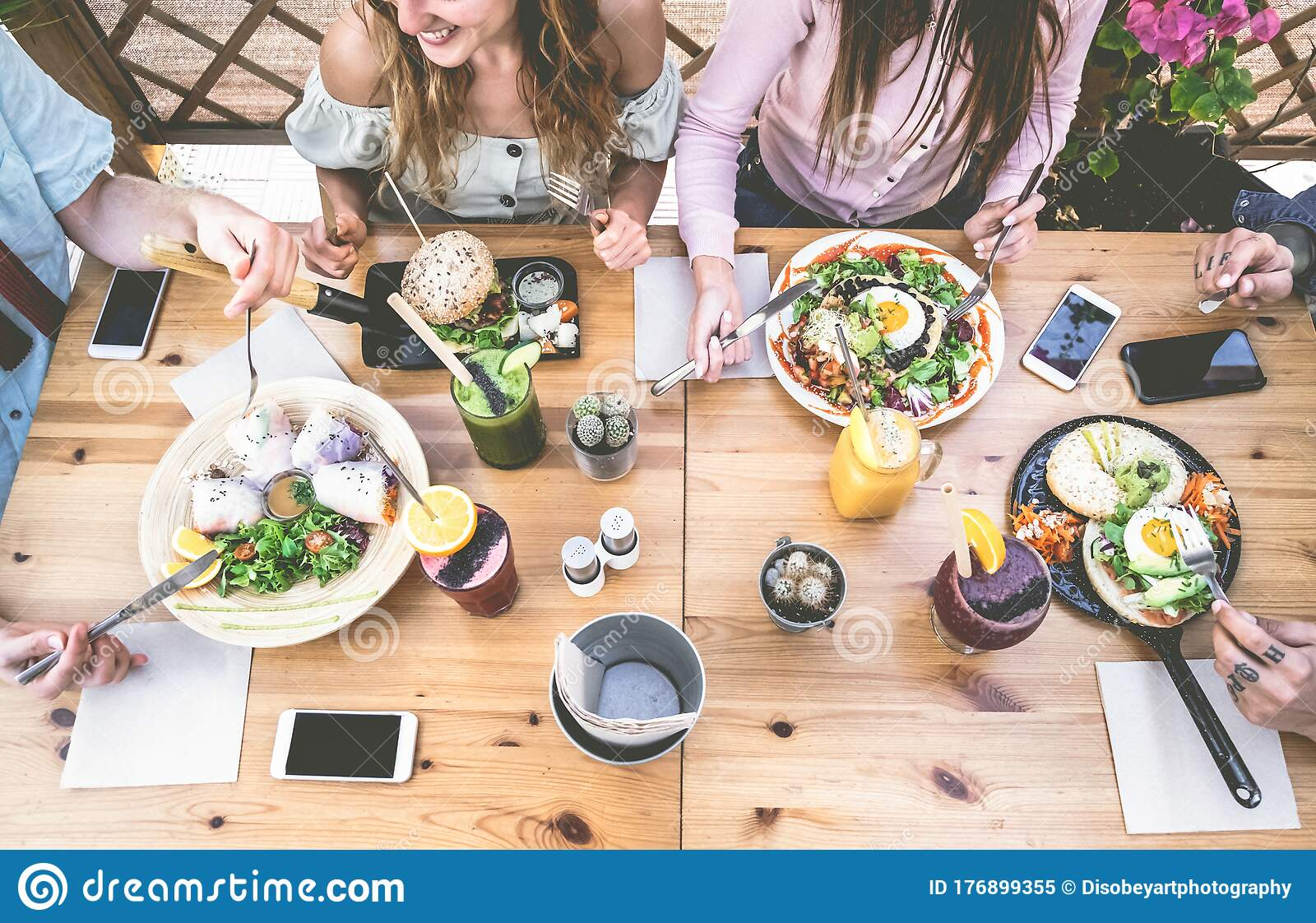 Young People Eating Brunch And Drinking Smoothie Bowl At Vintage Bar Happy People Having A Healthy Lunch And Chatting In Trendy Stock Image Image Of Friends Drink 176899355