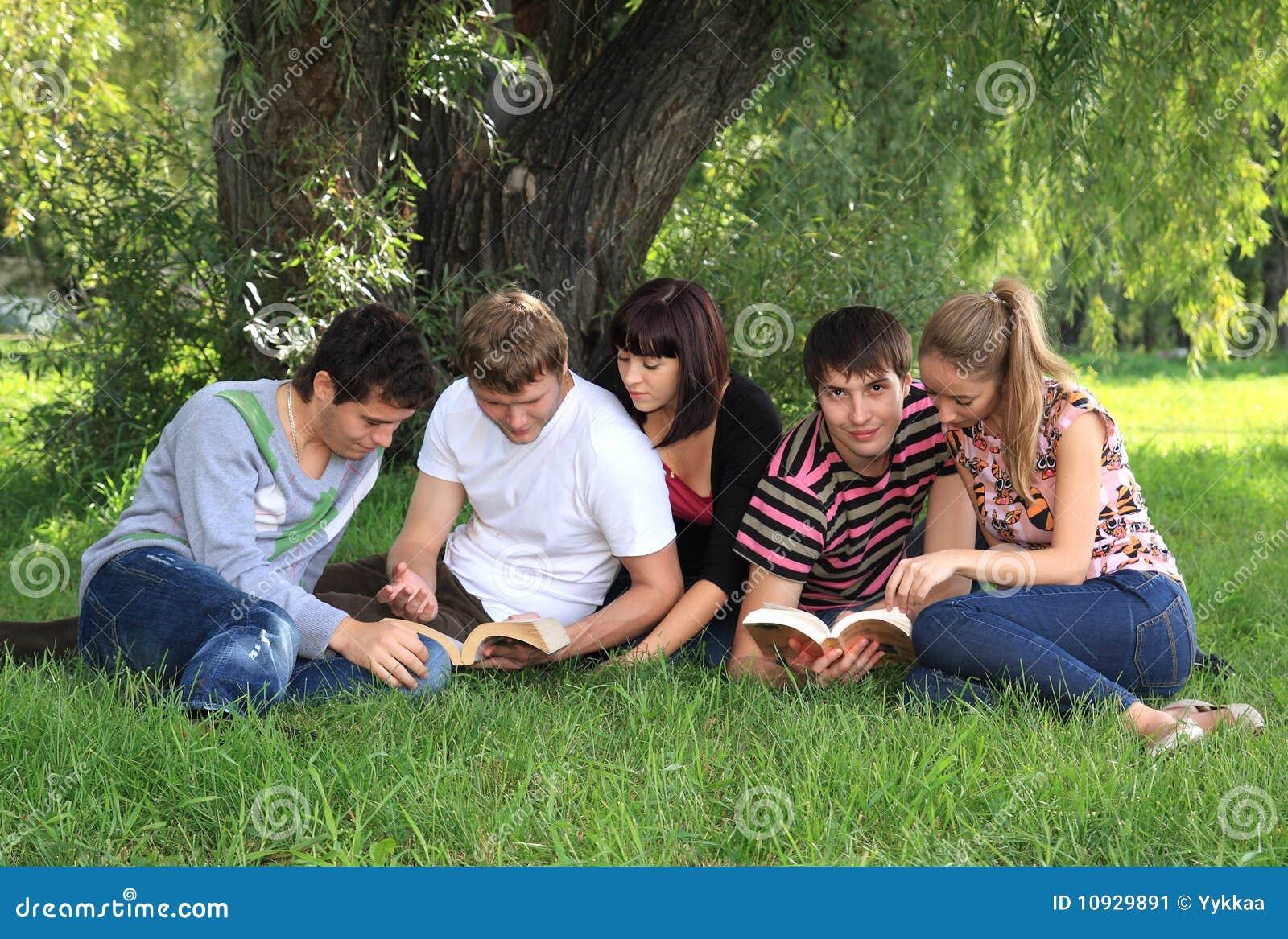 Студенты в озере 3 фотография
