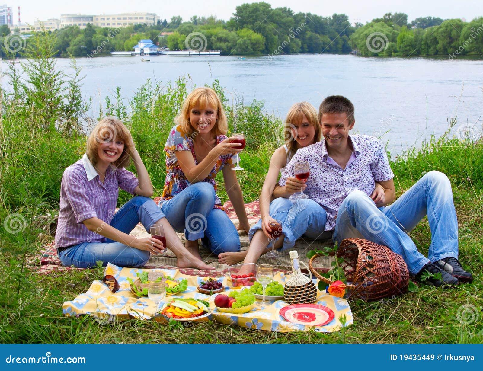 С женой на пикнике 5 фотография