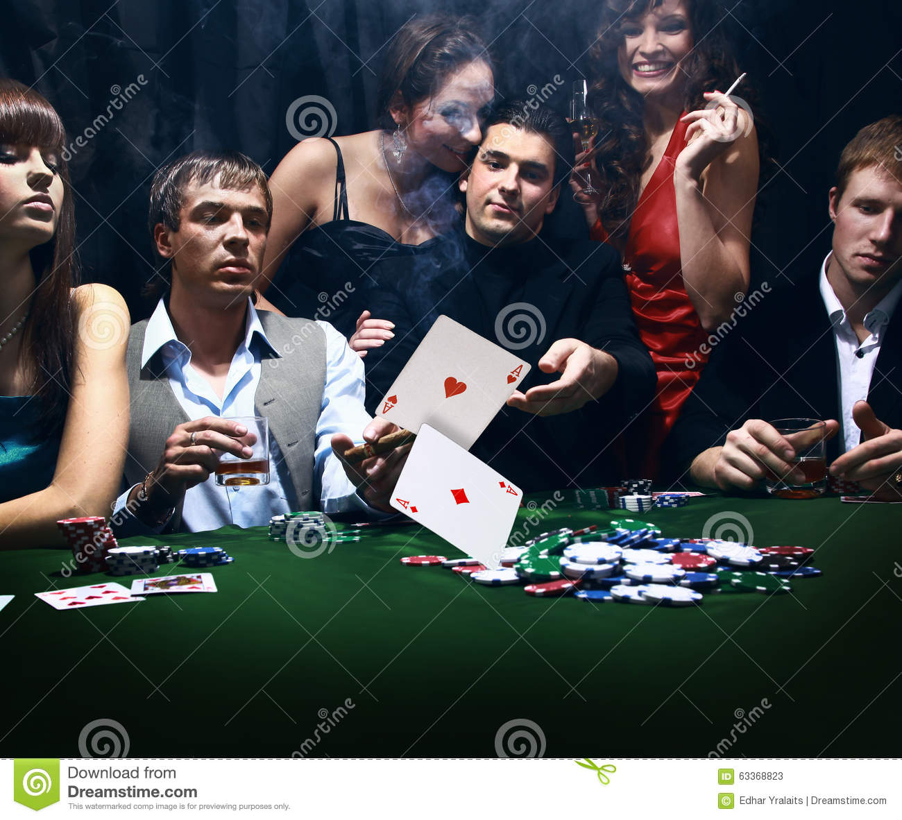 How many people can play poker
