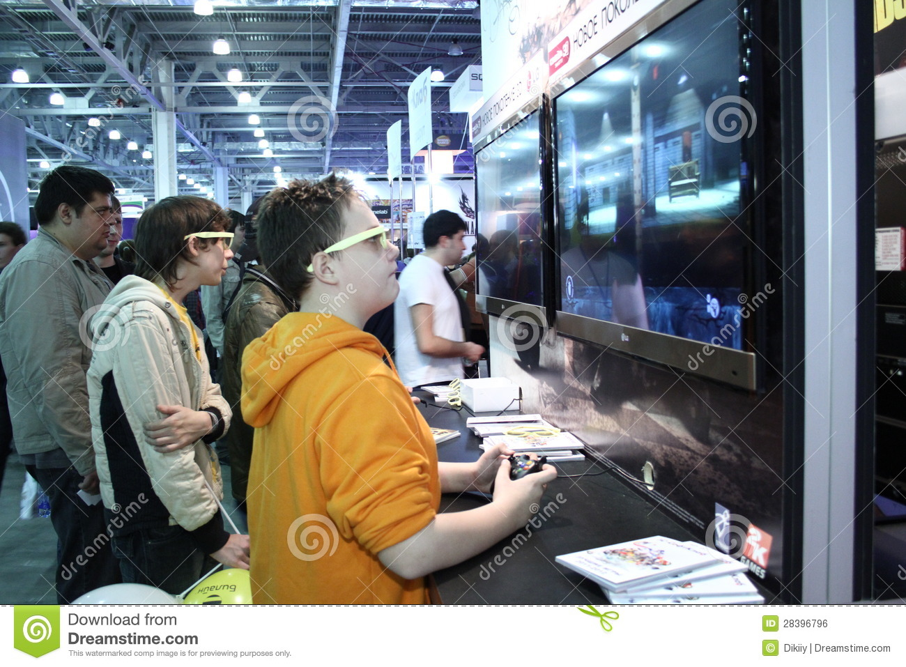 videogames and young people 10 advantages and disadvantages of violent video games many people believe that there is a link between the young people's exposure to violence and their idea about this act of aggression as an acceptable behavior and even an effective strategy in resolving conflicts.