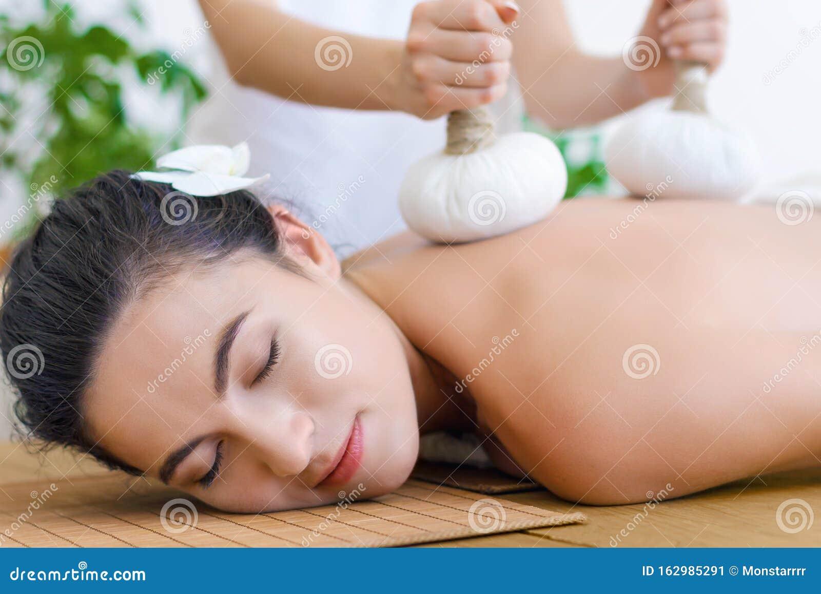 Massage Therapists Explain How Thai Massage Helps Reduce Pain