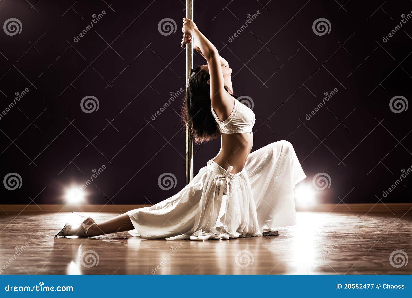 Танец девушки возбуждающий 1 фотография