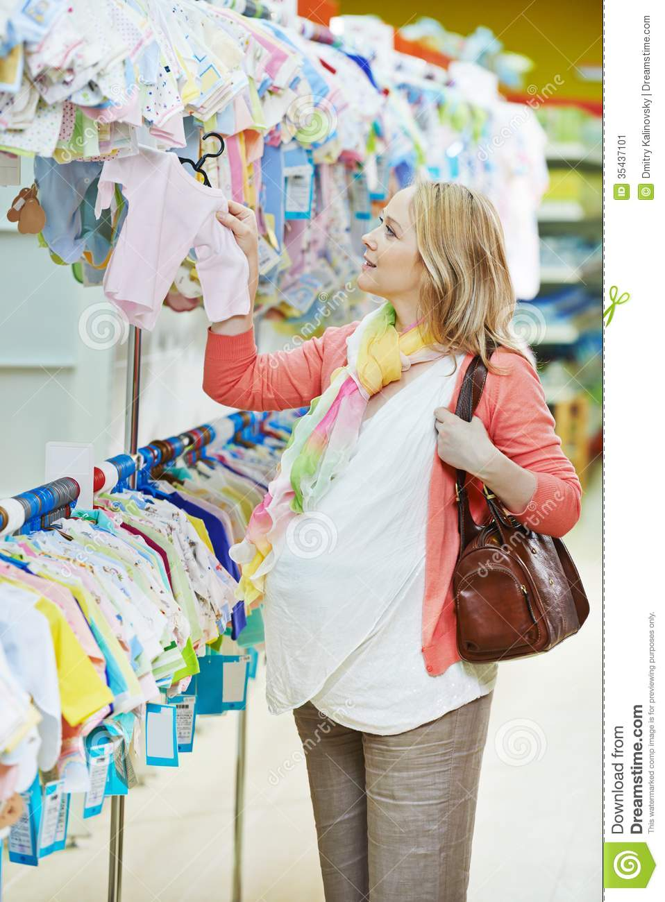 Stores for maternity clothes