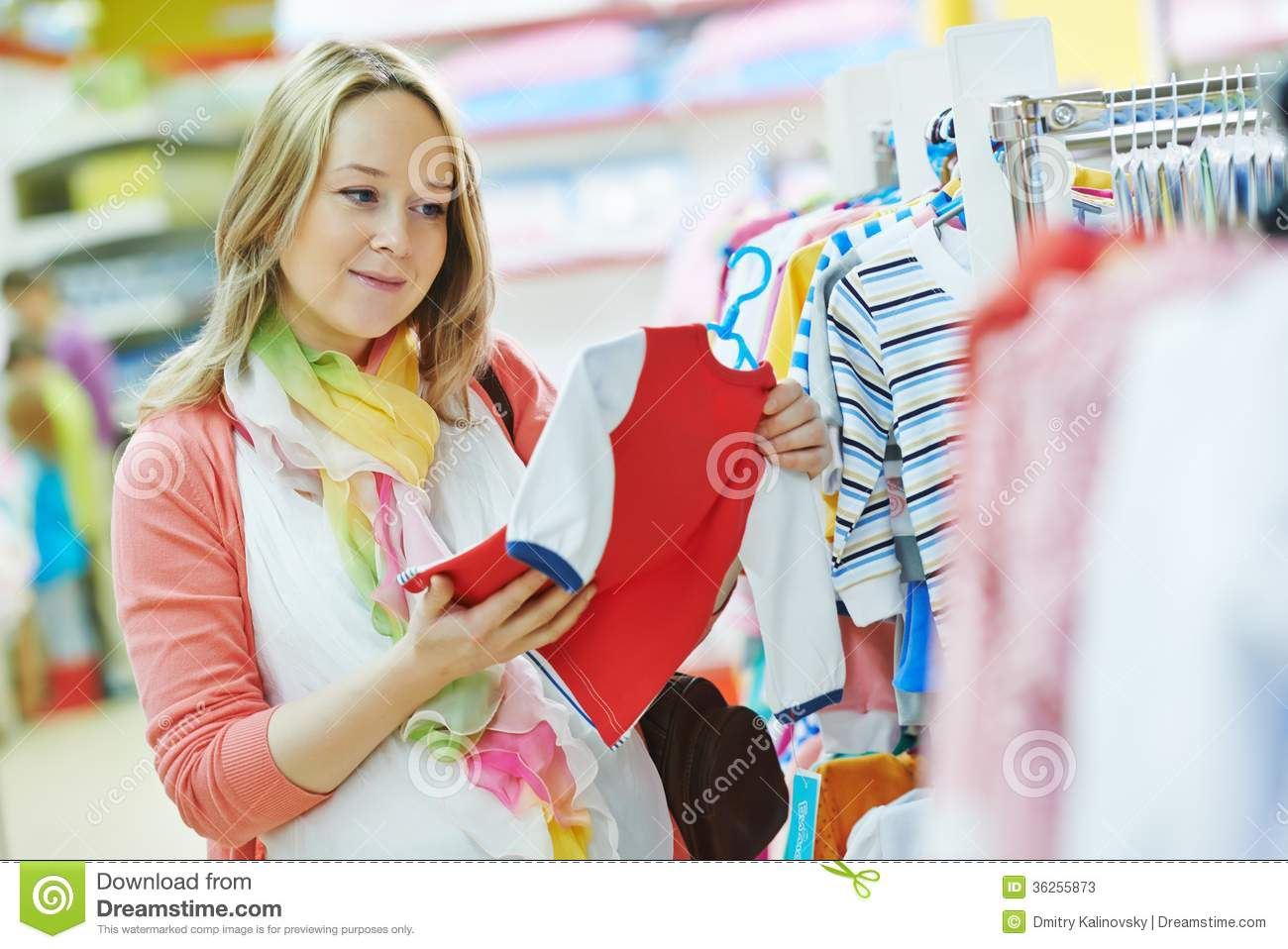 f7162428c Young Pregnant Woman At Clothes Shop Stock Image - Image of ...