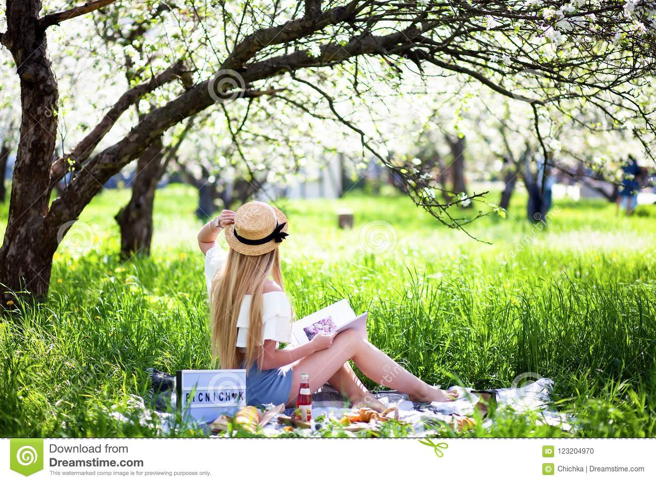 Sexy photos of woman on picnic all became
