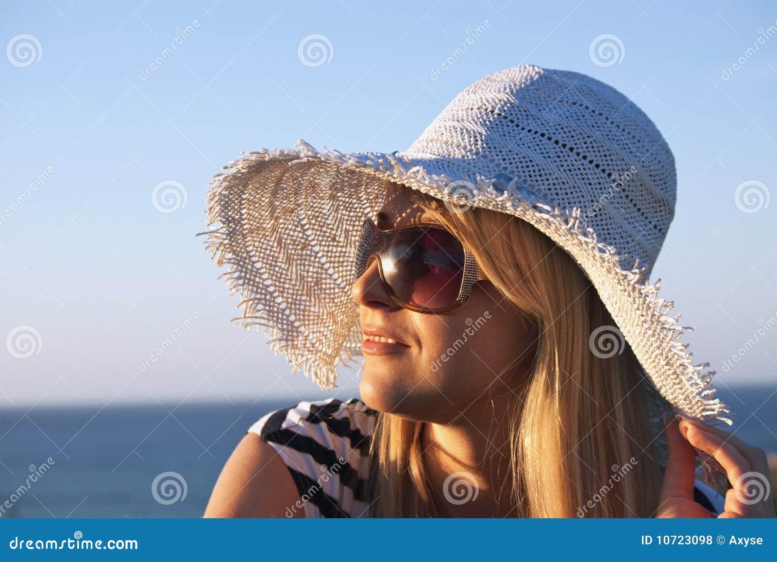 Фото женщин за 40 в очках 8 фотография