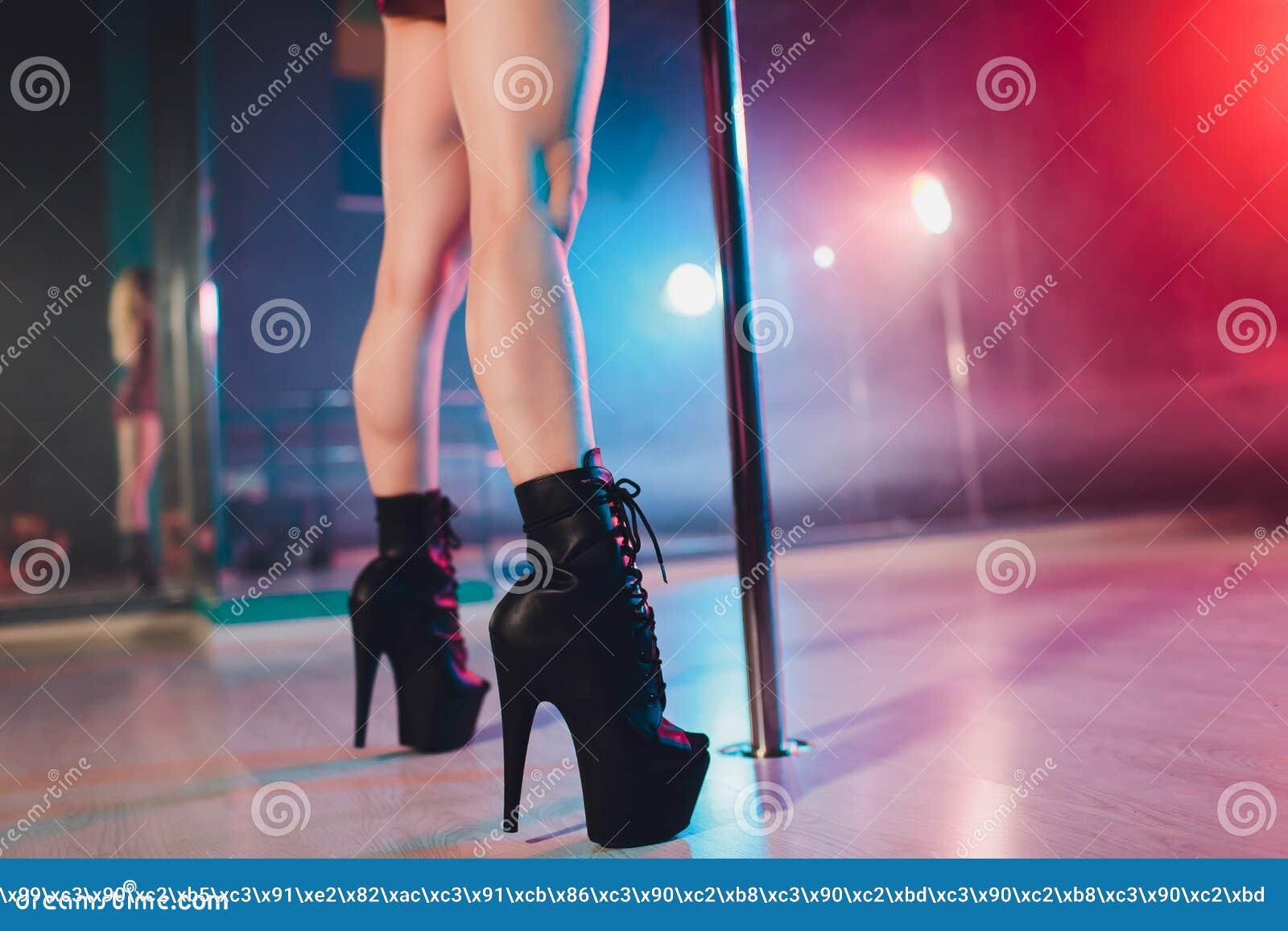 видео стриптиз в клубе скачать бесплатно
