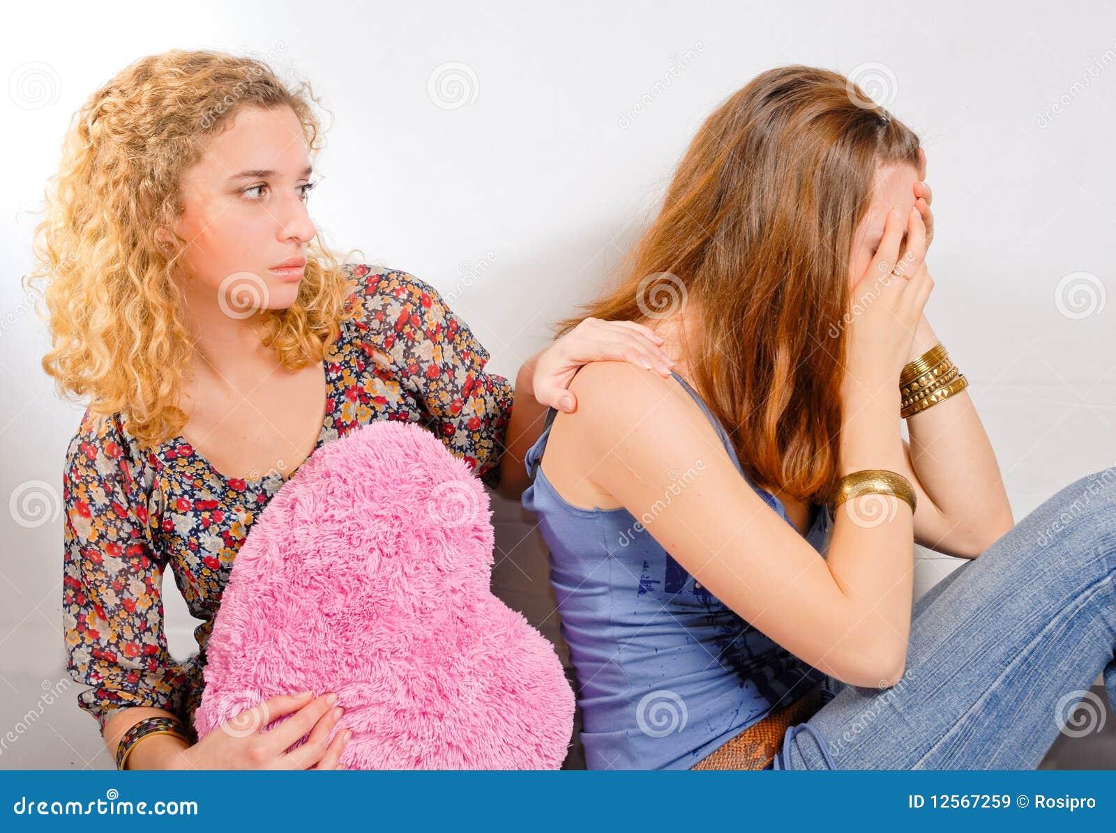 Склонила свою подругу, Сучка склонила девушку к клиторальным лизаниям 23 фотография