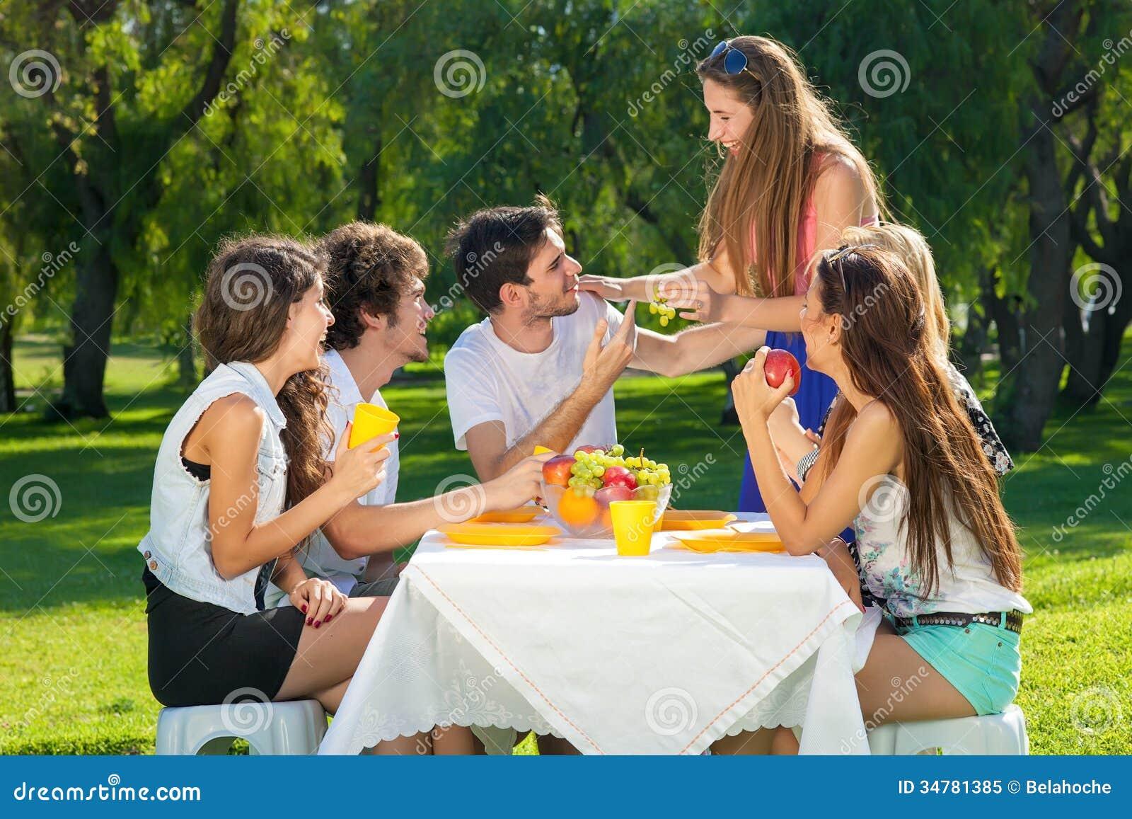 Студенты на пикниках 19 фотография