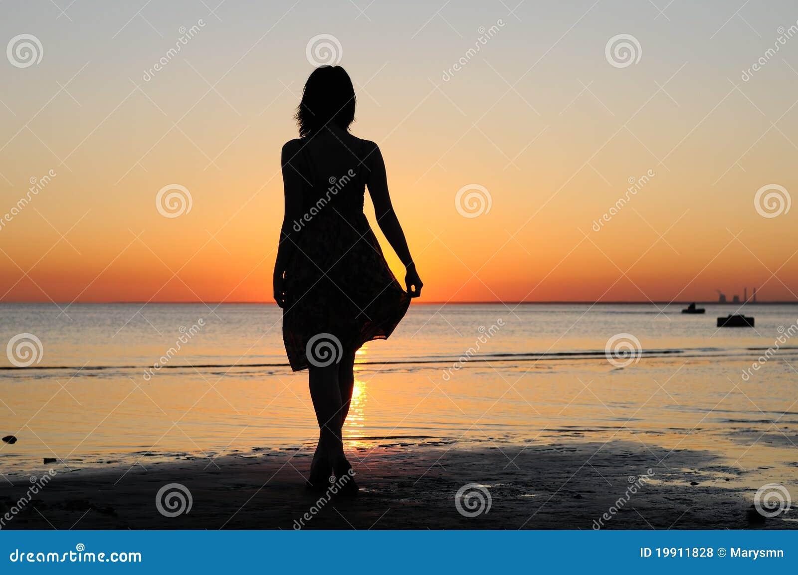 Фото женщин на берегу моря 5 фотография