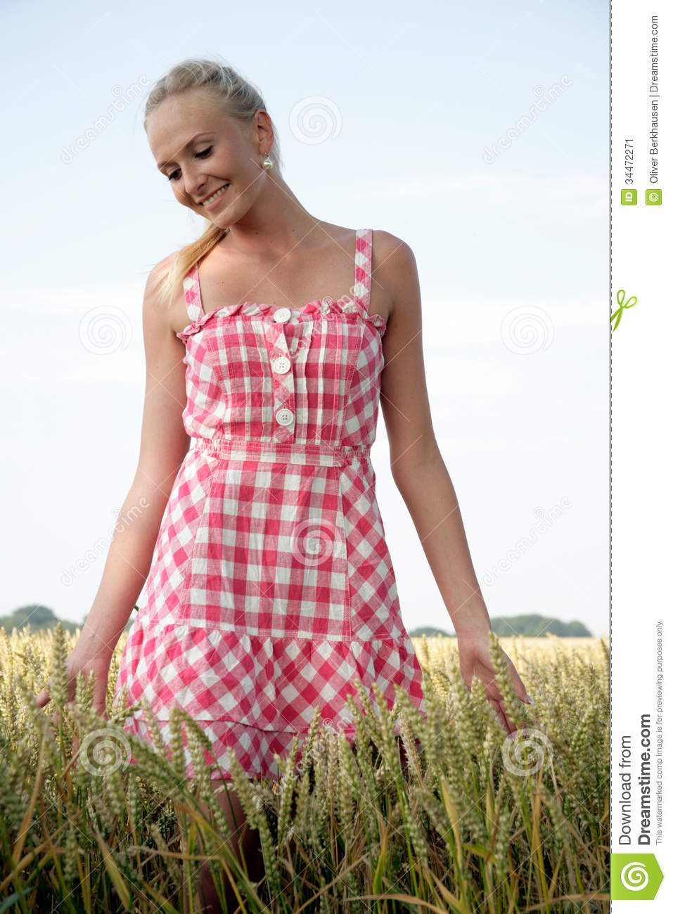 Young Woman In A Corn Field Stock Image - Image: 34472271