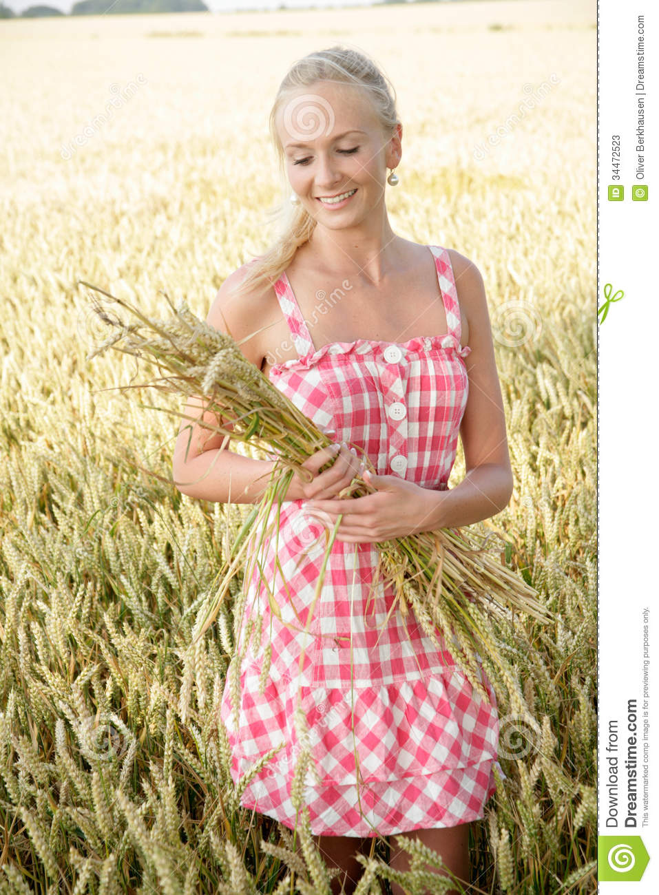 Young Woman In A Corn Field Stock Photos - Image: 34472523